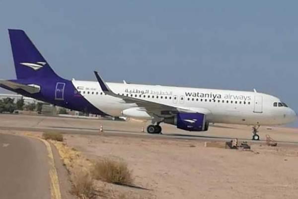 طائرة (الوطنية) جاثمة في مطار الملك حسين في العقبة