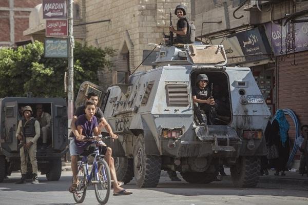 العريش المصرية تنفض غبار الحرب رغم استمرارها