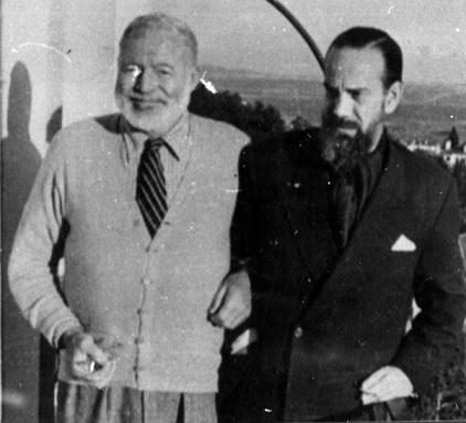 أرنست همنغواي وكاميلو خوسيه ثيلا، في منزل الأخير في مايوركا عام 1956