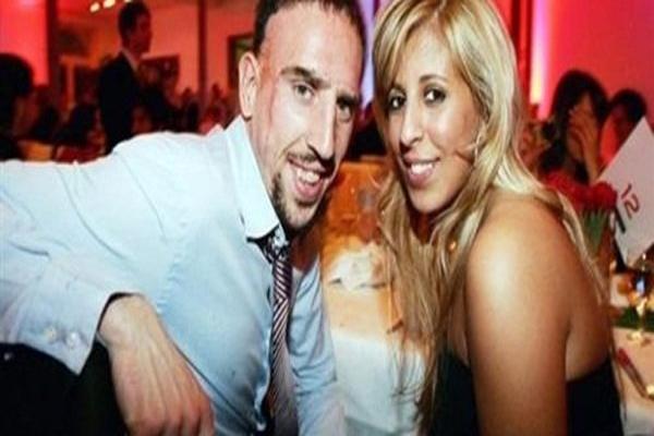 ريبيري مع زوجته الجزائرية وهيبة
