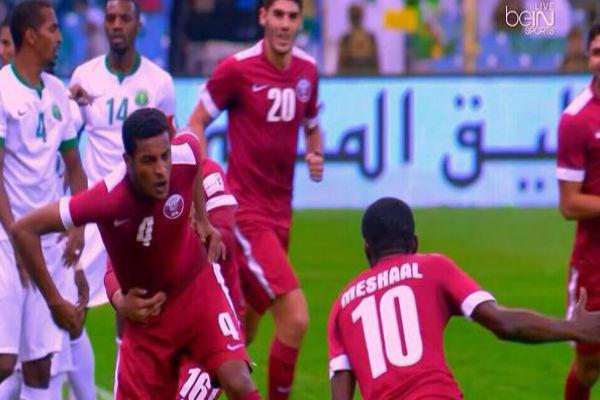 فرحة لاعبي قطر بهدف التعادل السريع أمام السعودية