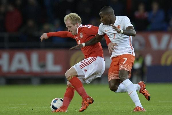 هولندا تعود من كارديف بفوز على ويلز 3-2