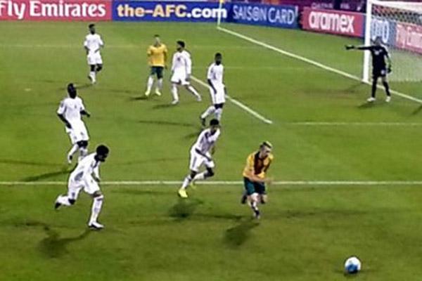 فاز المنتخب الاماراتي على استراليا بهدف واحد