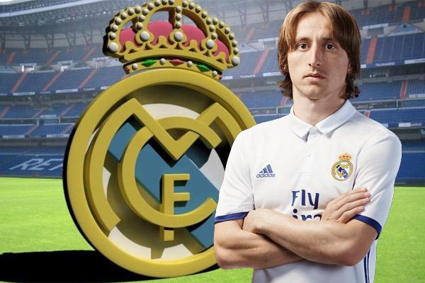 ريال مدريد يفتقد نجم خط وسطه مودريتش لأربعة أسابيع بسبب الإصابة