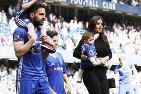فابريغاس وزوجته وطفليهما