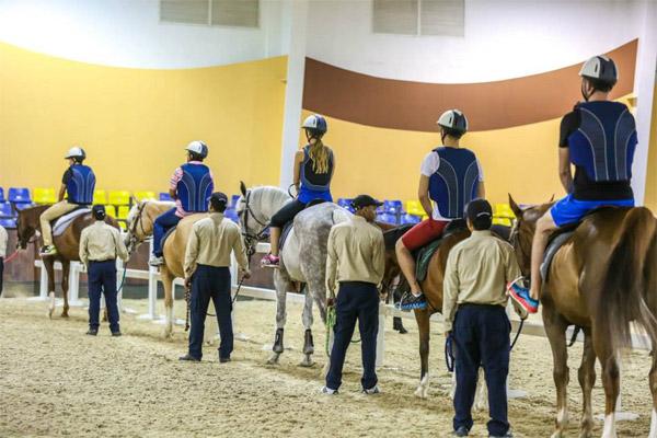يستعد منتجع الفرسان الرياضي الدولي لاستضافة بطولة الشراع الدولية للفروسية في العاصمة أبوظبي