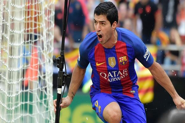 النجم الأورغوياني لويس سواريز مهاجم فريق برشلونة الإسباني