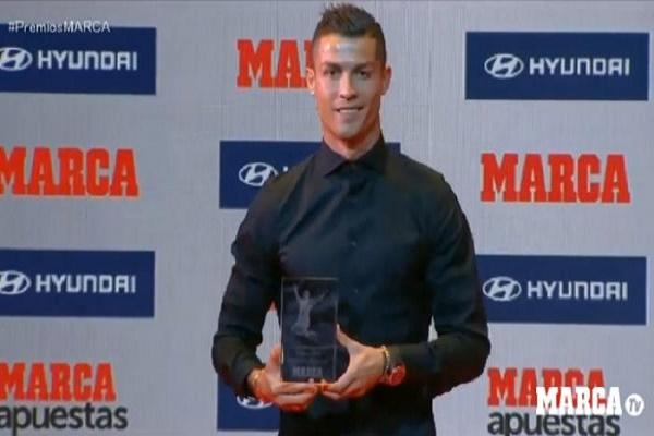 رونالدو يفوز بجائزة دى ستيفانو