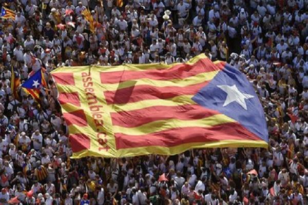 جماهير برشلونة تستعد لتحويل الكلاسيكو لتظاهرة سياسية كبيرة