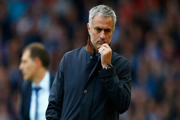 مورينيو مستعد لتمديد عقده مع مانشستر يونايتد