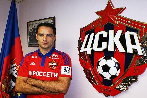 قائد المنتخب الروسي لكرة القدم لاعب الوسط رومان شيروكوف