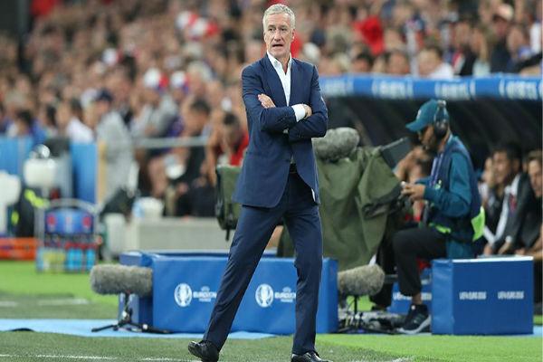 مدرب فرنسا ديشان يرى تحسناً والألبان يتحسرون