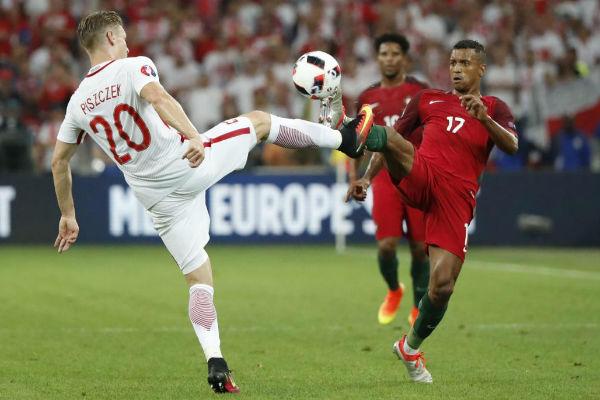 صراع في مباراة البرتغال وبولندا