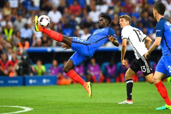مدافع فرنسا أومتيتي في لقاء ألمانيا بنصف نهائي يورو 2016
