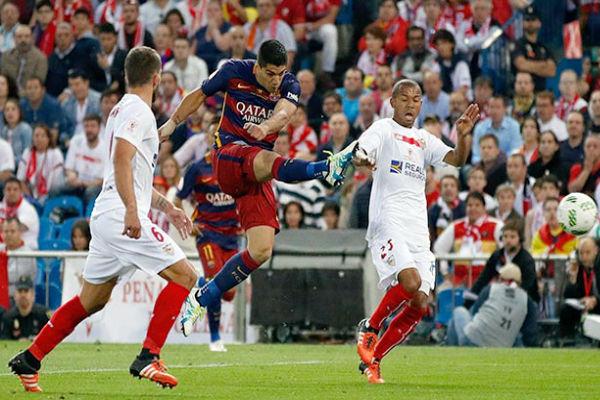 من مباراة برشلونة وإشبيلية في نهائي كأس الملك