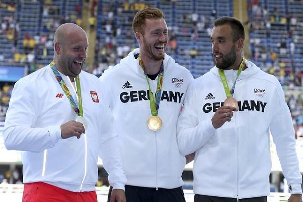 كريستوف هارتينغ يخلف شقيقه في اللقب الأولمبي لرمي القرص