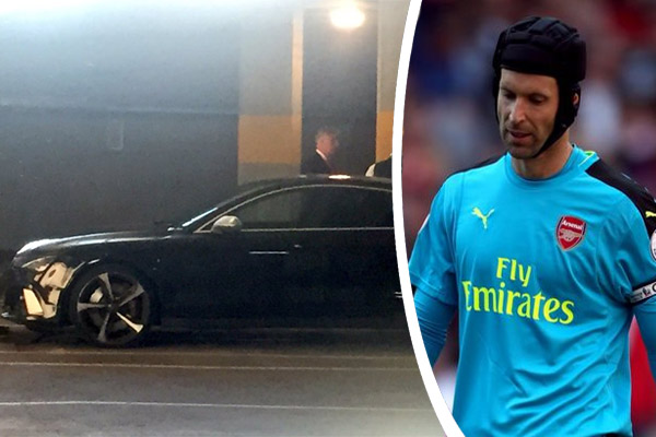 قضى الحارس المخضرم التشيكي بيتر تشيك لاعب نادي آرسنال أمسية سوداء بعد الخسارة أمام ليفربول