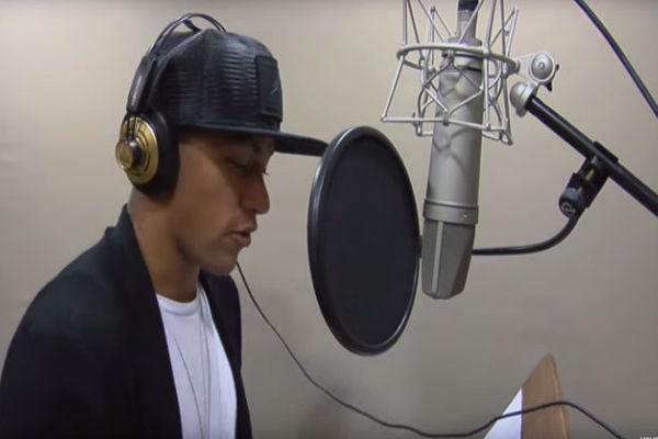 النجم البرازيلي نيمار يدخل عالم الغناء والموسيقى