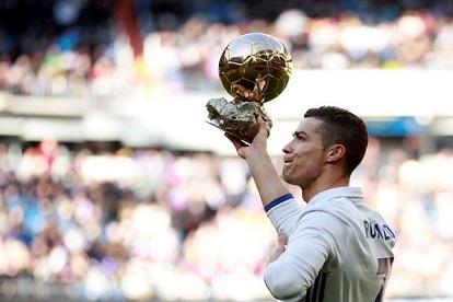 رونالدو يحتفل بالكرة الذهبية مع جماهير ريال مدريد