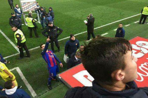 لقطة بيكيه المثيرة للجدل بعد نهاية مباراة برشلونة وفياريال
