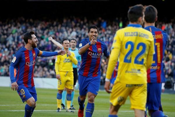برشلونة يسحق لاس بالماس بخماسية