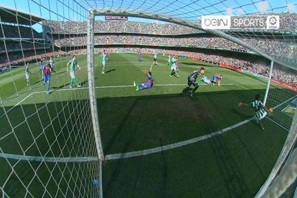 هدف صحيح غير محتسب لبرشلونة في مباراة ريال بيتيس
