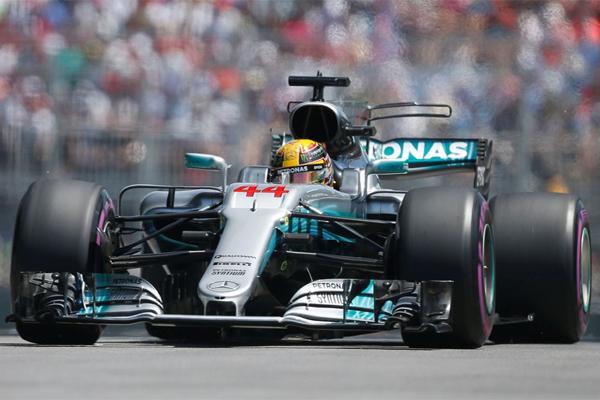 سيكون سائق مرسيدس البريطاني لويس هاميلتون أول المنطلقين الأحد في جائزة اليابان الكبرى