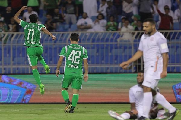 فوز كبير للأهلي على الشباب يرفعه إلى صدارة الدوري السعودي