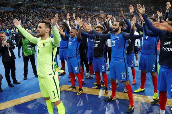 فرنسا تلحق بركب المتأهلين الى النهائيات
