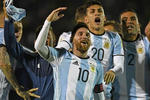 قاد المهاجم ليونيل ميسي منتخب الارجنتين الى نهائيات كأس العالم لكرة القدم في روسيا عام 2018 بتسجيله ثلاثية في مرمى الاكوادور