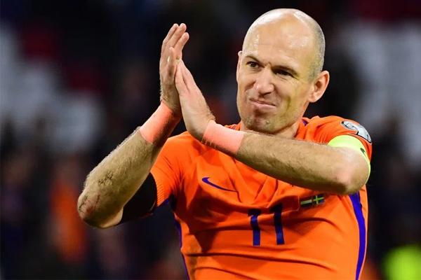 أعلن أريين روبن اعتزاله الدولي بعد فشل منتخب هولندا في بلوغ نهائيات مونديال 2018
