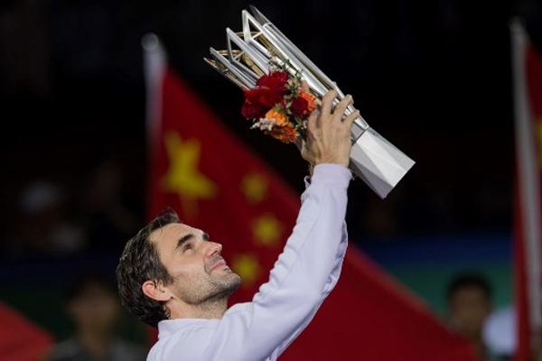 فاز السويسري روجيه فيدرر الاسباني رافايل نادال 6-4 و6-3 الأحد، ليحرز لقب دورة شنغهاي الصينية