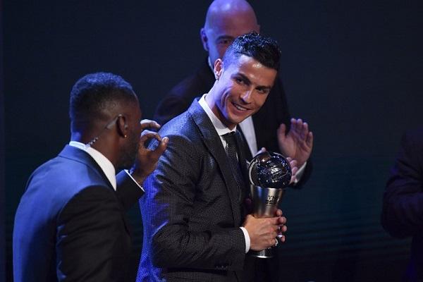 رونالدو يتوج بجائزة أفضل لاعب في العالم لعام 2017
