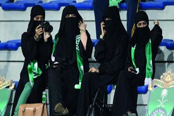السعودية ستسمح للنساء بدخول ثلاثة ملاعب بدءا من 2018
