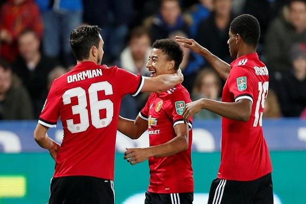 ثنائية لينغارد تضع مانشستر يونايتد في ربع نهائي كأس الرابطة