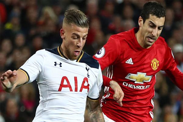 يصطدم مانشستر يونايتد بضيفه توتنهام على معركة الوصافة