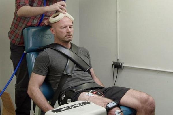 آلن شيرر قلق على دماغه جراء الضربات الرأسية العديدة للكرة
