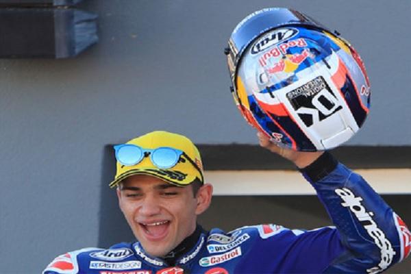 الإسباني مارتن يحقق أول انتصار له في مسيرته في فئة موتو 3
