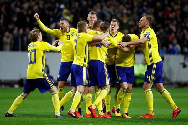 السويد تهزم إيطاليا وتضعها في موقف حرج