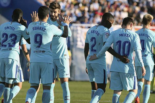 أنهى الاوروغوياني لويس سواريز صيامه وسجل هدفين ليقود برشلونة المتصدر الى الفوز على مضيفه ليغانيس