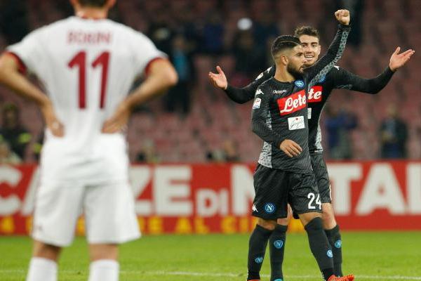 تمسك نابولي بصدارة بطولة ايطاليا بفوزه على ميلان