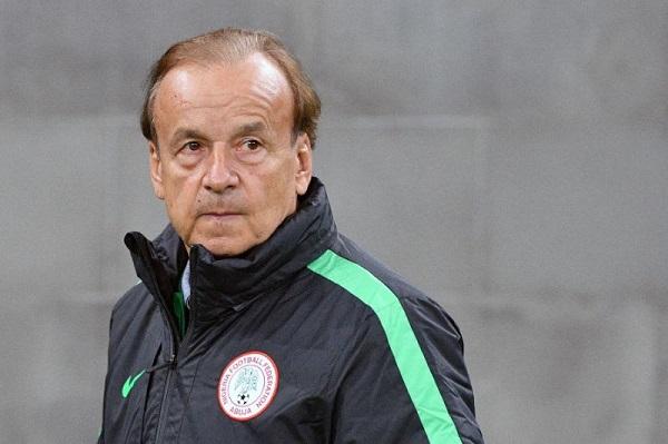 نيجيريا تمدد عقد المدرب روهر لعامين