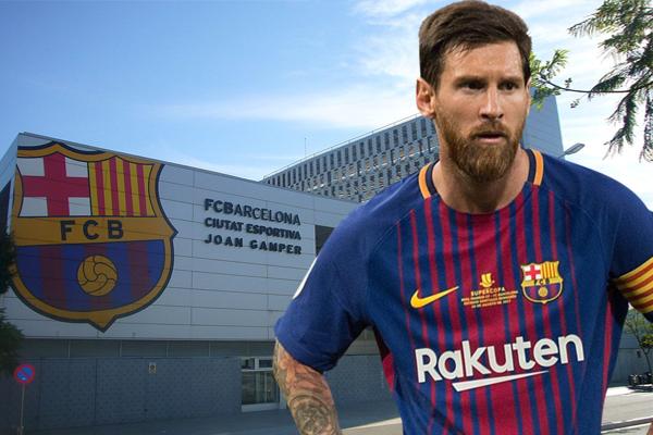 ميسي اختار قطع الطريق على نادي برشلونة حيث لم يعد يجيب على اتصالات أحد أعضاء الإدارة تعبيراً منه لرفضه فكرة اجراء مفاوضات جديدة لتجديد العقد
