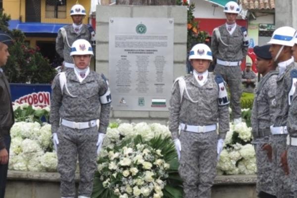أحيت بلدة لا اونيون الذكرى السنوية الأولى للحادث المأساوي الذي أصاب نادي تشابيكوينسي البرازيلي