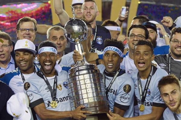 توج غريميو البرازيلي بلقبه الثالث في مسابقة كأس ليبرتادوريس للأندية البطلة في أميركا الجنوبية