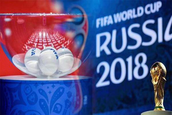 سيتم تقديم كأس العالم من قبل ميروسلاف كلوز، بطل العالم 2014 وأفضل هداف في تاريخ كؤوس العالم
