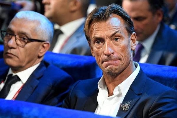 هيرفي رونار وإلى جانبه وزير الشباب والرياضة المغربي