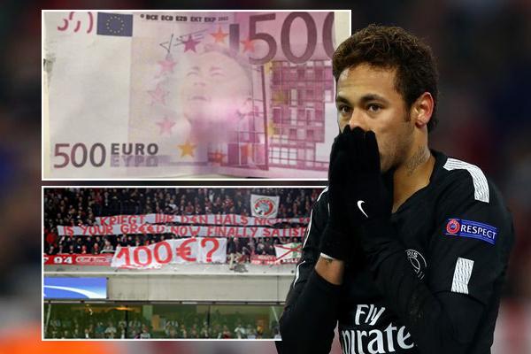 ألقت جماهير نادي بايرن ميونيخ أموالاً مزيفة على نيمار خلال تنفيذه لضربة ركنية في الدقيقة الـ 34 من المباراة