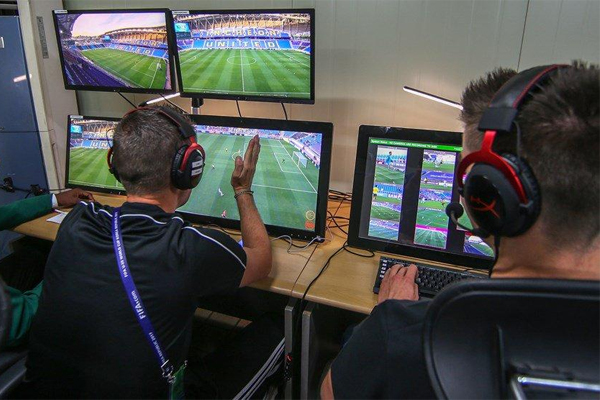 اختار الاتحاد الإنكليزي مباراة الدور الثالث من مسابقة الكأس بين برايتون وكريستال بالاس في 8 يناير لاختبار هذه التقنية