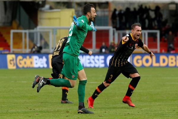 حارس بينيفنتو يمنحه نقطة أولى تاريخية في بداية غاتوزو مع ميلان